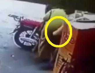 groped in public ou toucher les fesses dans la rue